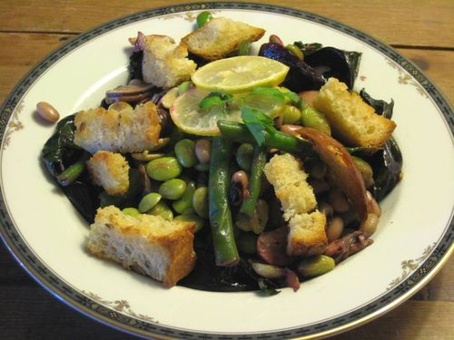 Plate the slald - Black-eyed peas, succulent beets & edamame with rye croutons
