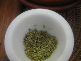 Crush fennel seeds