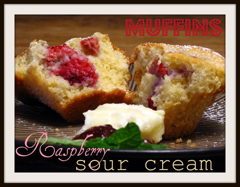Raspberry sourcream muffins-2